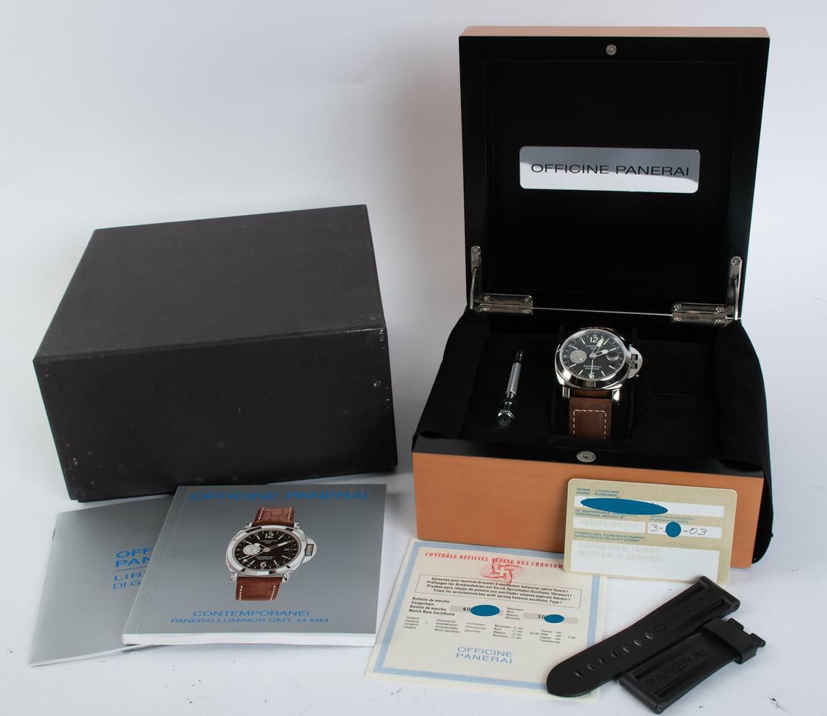 Box / Paper shot of Luminor GMT