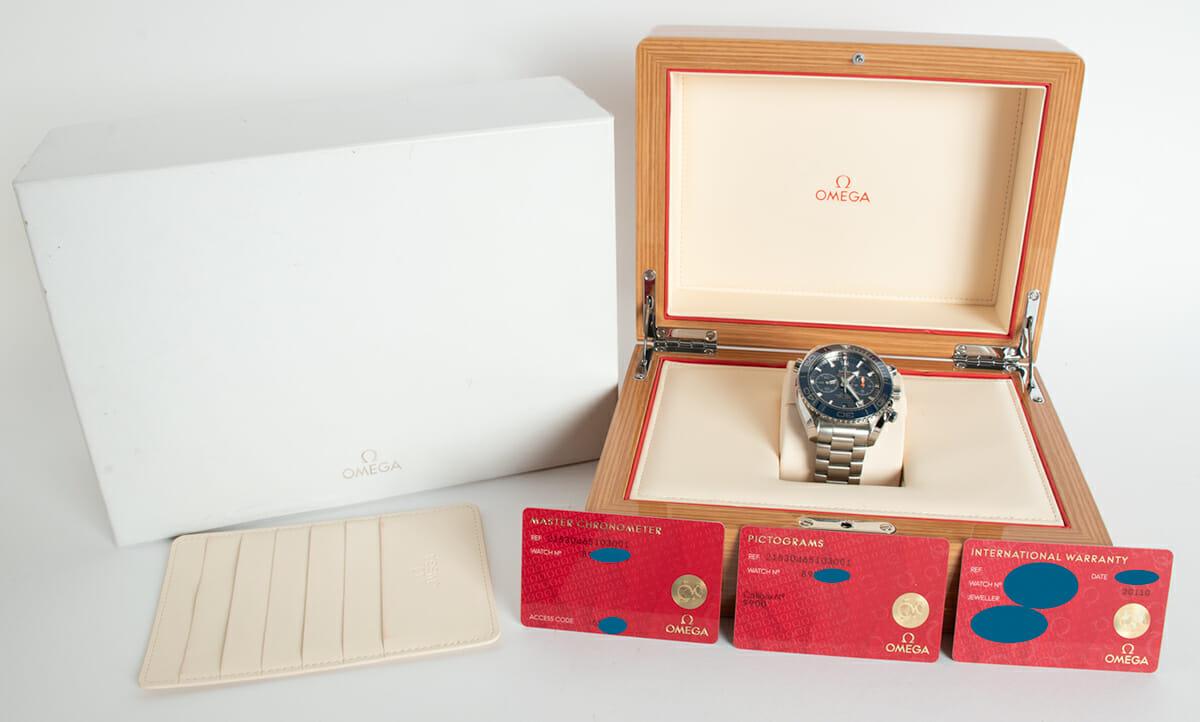 Box / Paper shot of Planet Ocean 600M Chronograph