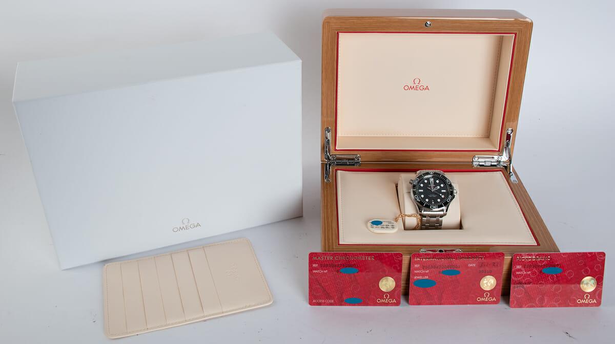 Box / Paper shot of Seamaster Diver 300M Master Chronometer