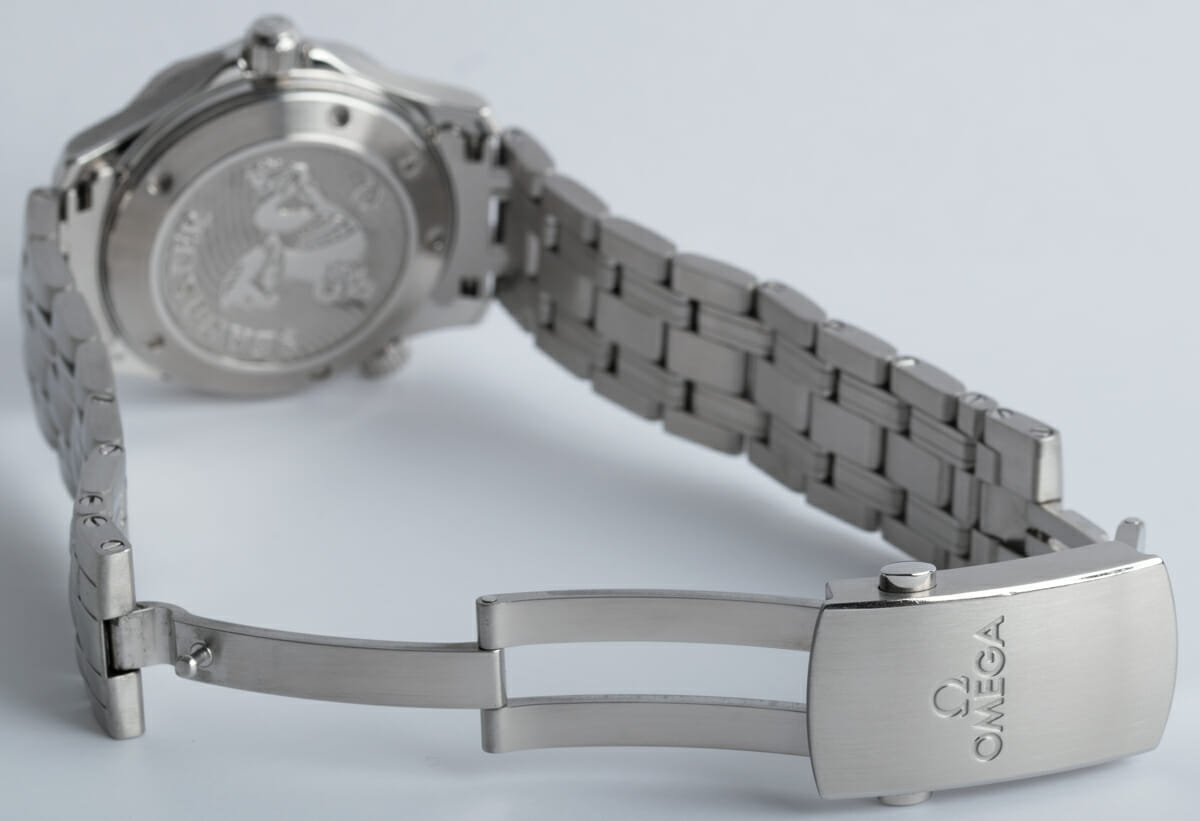 Open Clasp Shot of Seamaster Diver 300M Midsize