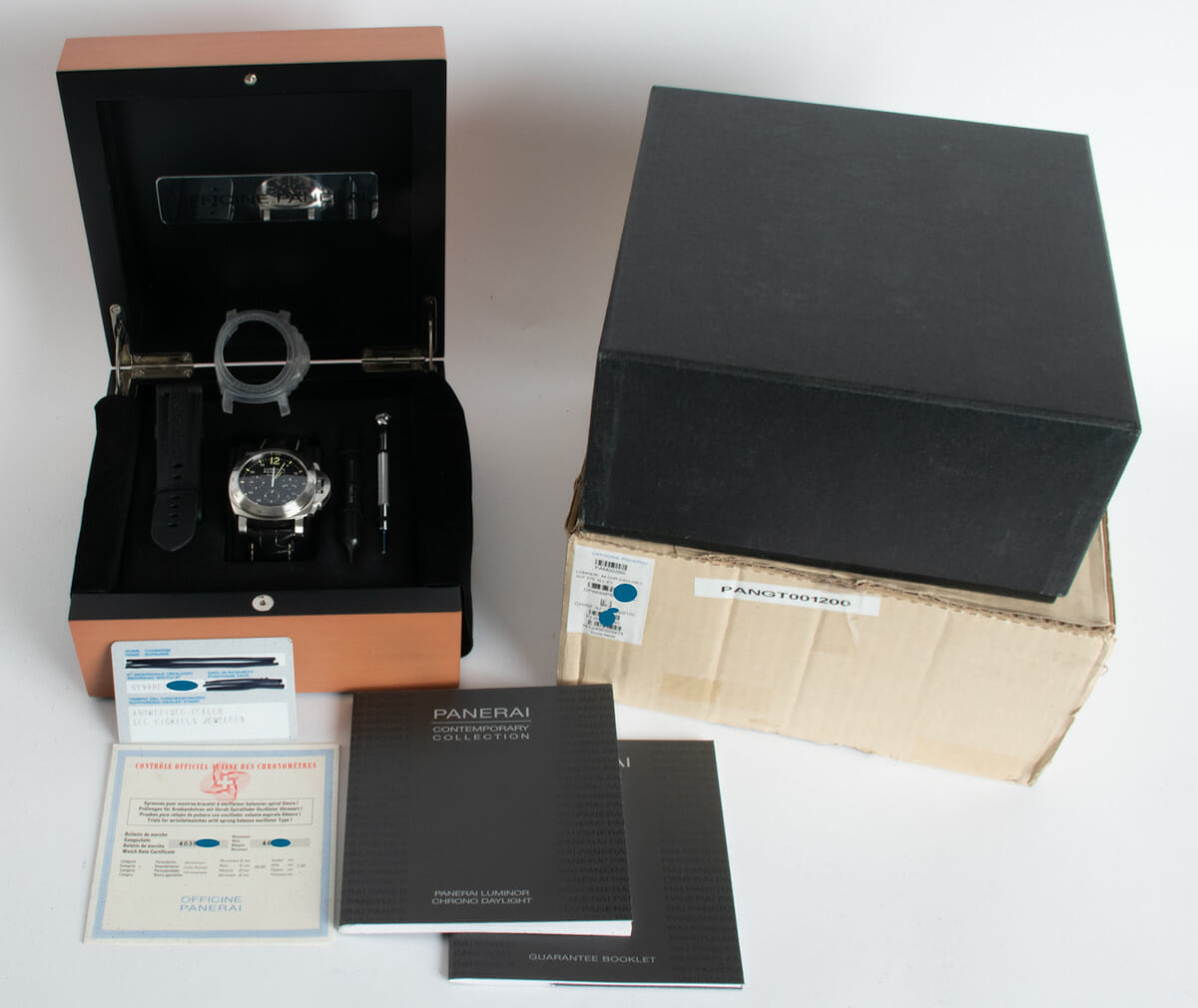 Box / Paper shot of Luminor Daylight Chronograph