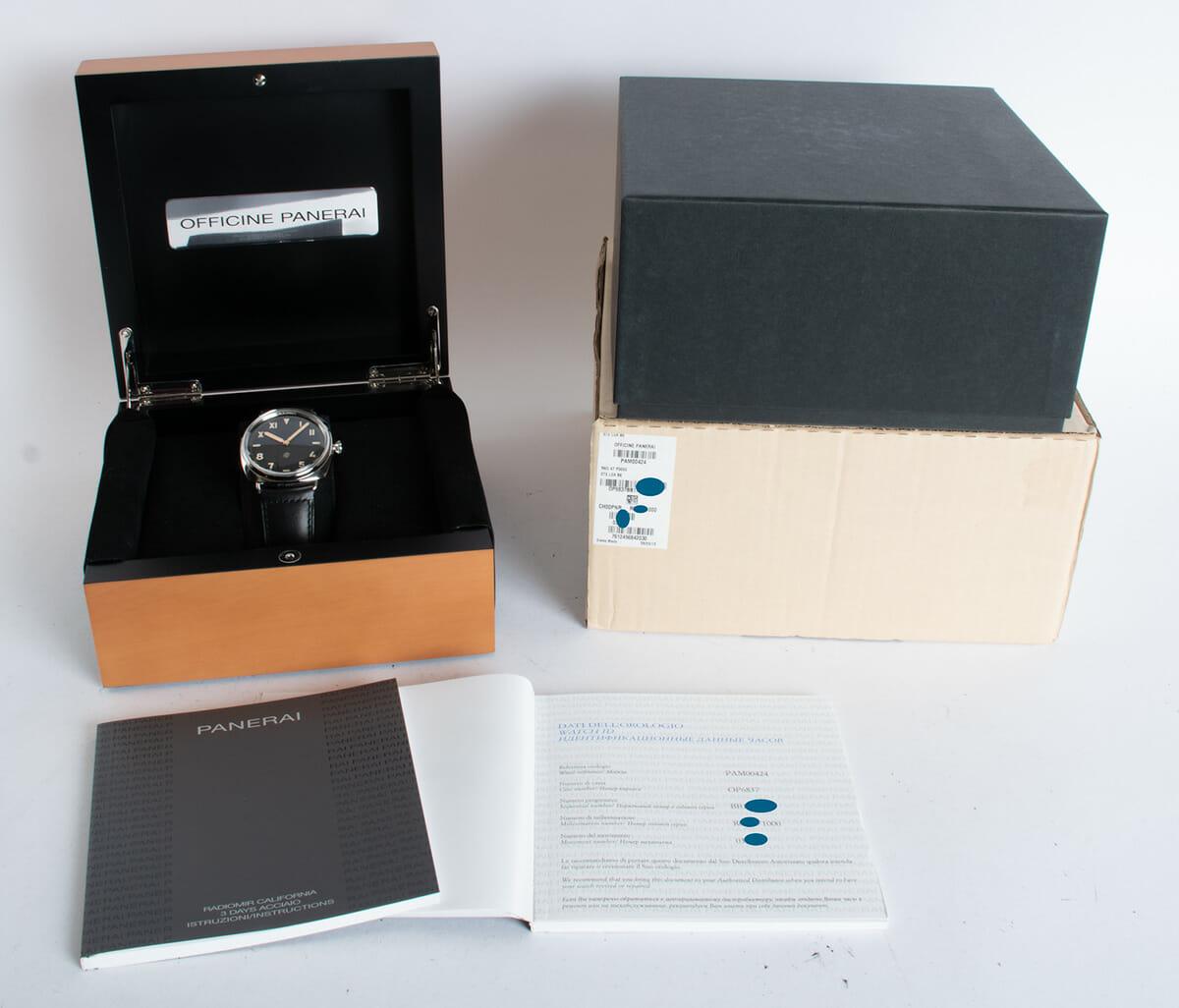 Box / Paper shot of Radiomir California 47mm