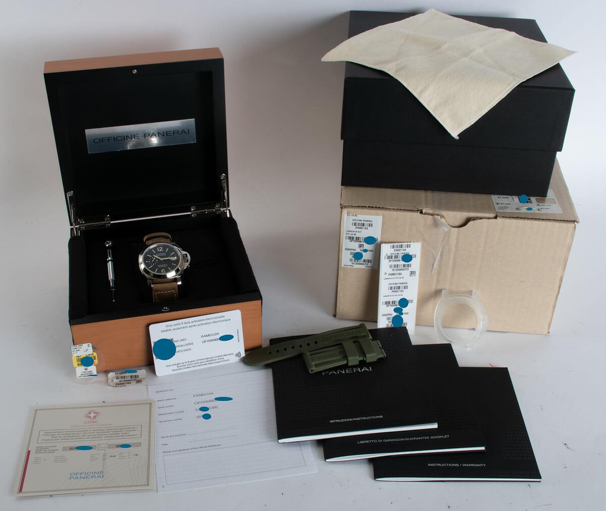 Box / Paper shot of Luminor Marina